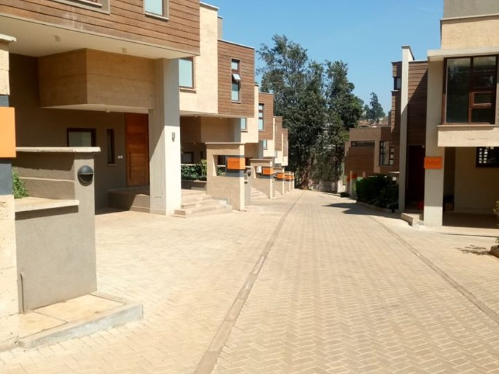 4 Bedrooms Townhouse For Sale In Lavington